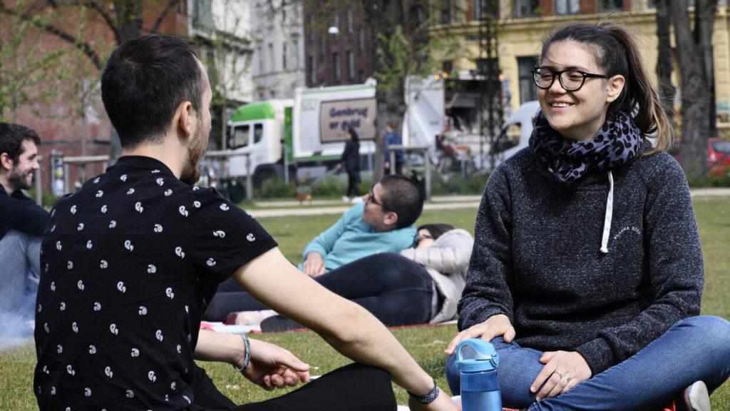 Afbeelding van mensen in park in Kopenhagen