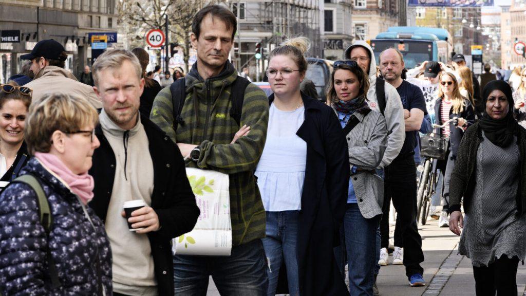 Afbeelding van mensen in een rij. Foto: Philip Davali/Ritzau Scanpix
